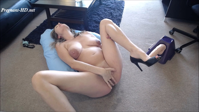 14 inch Dildo Squirt at 30 weeks Pregnant - Winnie Cooper