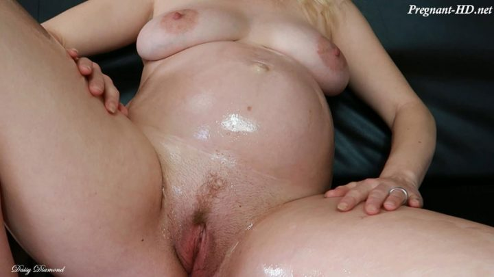 28 Weeks Pregnant Hot Belly Oiling – Daisy Diamond