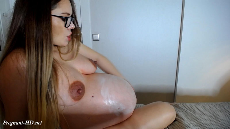Custom Video 14 – Pregnant Oiled Belly – Linda_0nline
