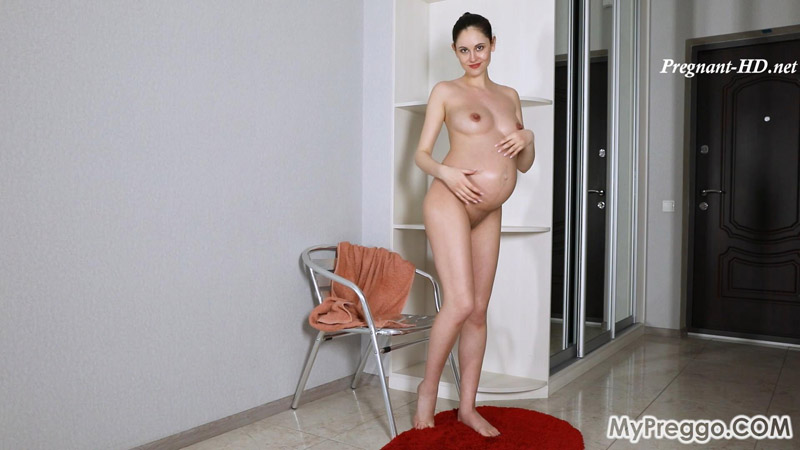 Sade's Naked Body Glistens as She Covers Herself in Oil! – MyPreggo – Sade Mare