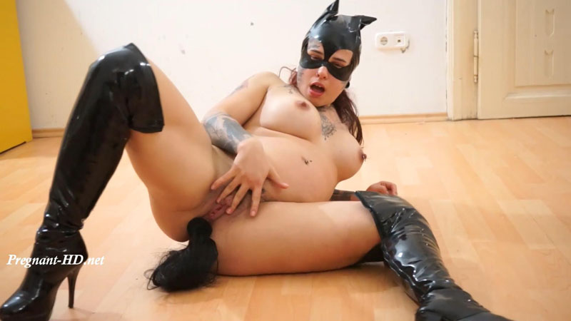 Your Pregnant Kitty Wants Your Cum – GymBabe