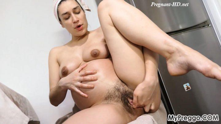 Janetta Oils Up Her Pregnant Body, Then Masturbates Loudly! – MyPreggo – Janetta