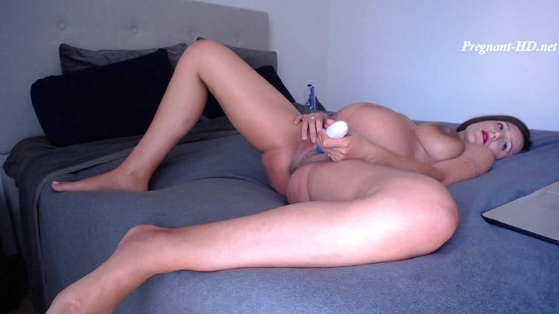 Masturbating watching porn Pregnant – NicoleLive