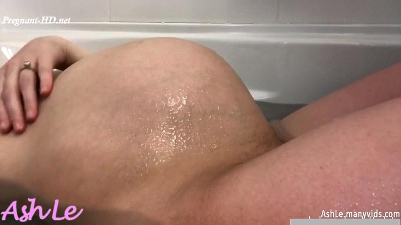 Pregnant bath fart – Ash Le