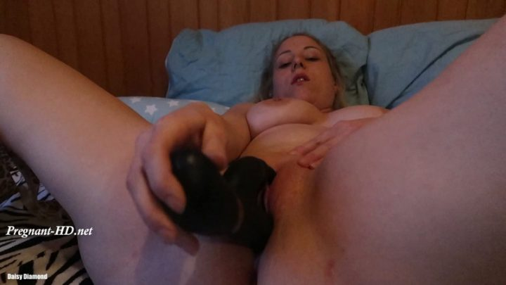 20 Weeks Pregnant My First Squirt – Daisy Diamond