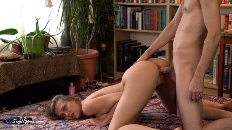 First Sex While Pregnant – SexyHippies