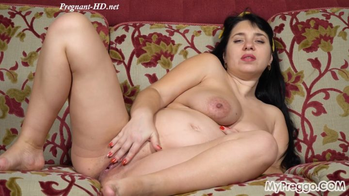 Rubbing Her Shaved Pussy Brings On Painful Contractions! – MyPreggo – Tanya