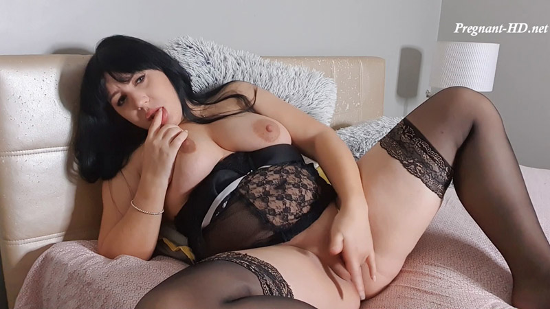 5months pregnant and very horny – MollyMistress